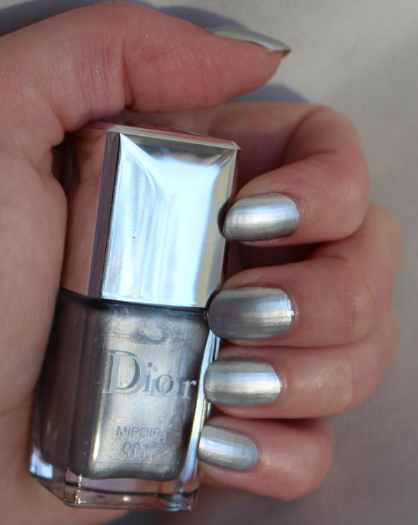 Dior vernis miroir och black out daisy beauty for Miroir youtubeuse