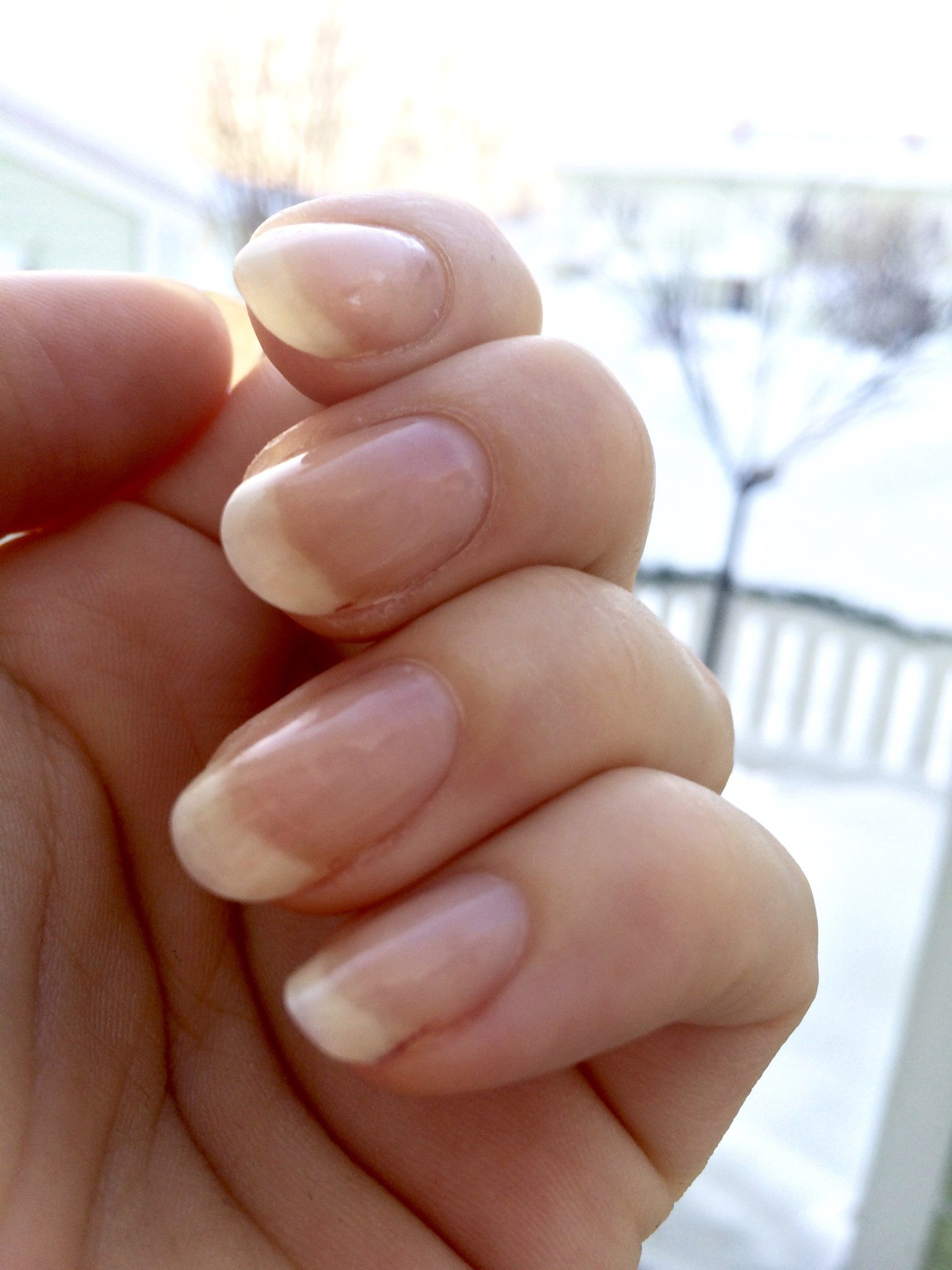 hur växer naglar