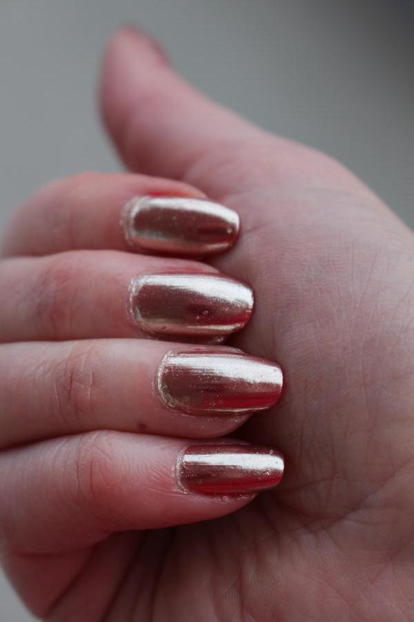 IsaDora Chrome Nails
