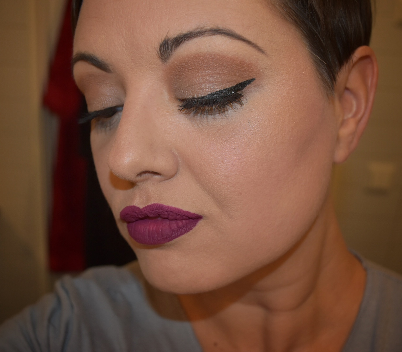 Tina köper grejer på Facebook: Miss Rôse All In One Wing Eyeliner Pen