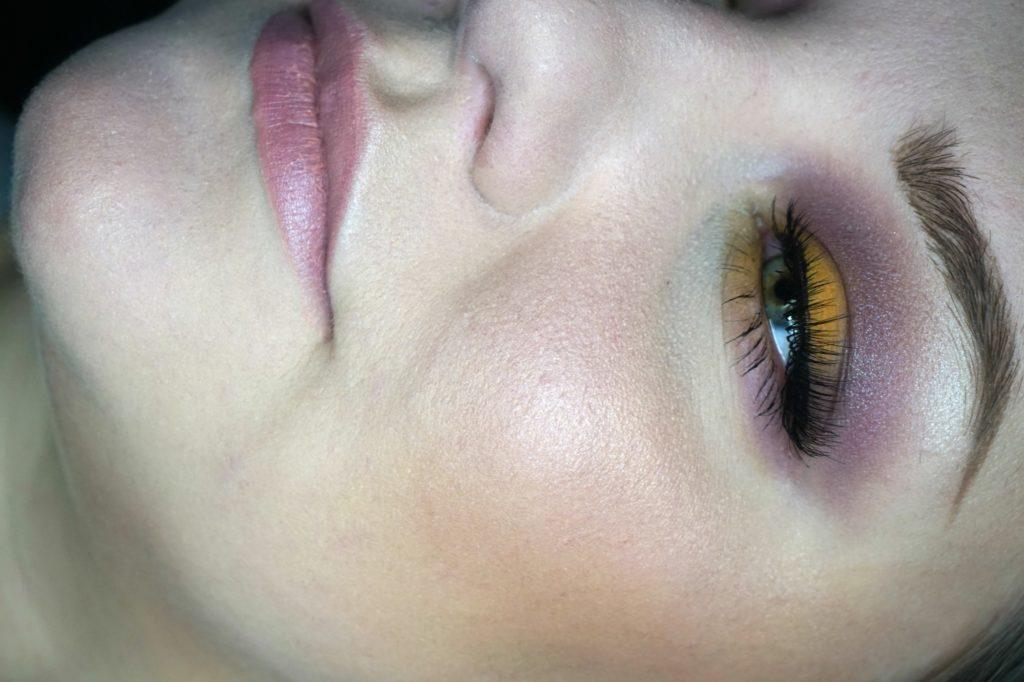 lila och gult