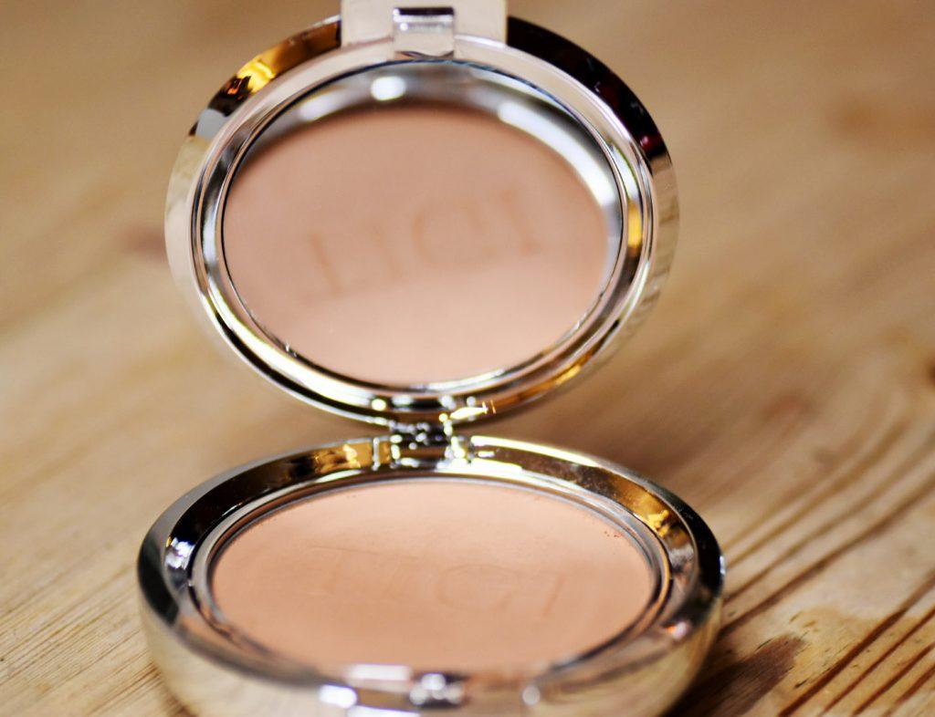 TIGI Cosmetics Powder Foundation Entice