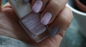 grå och lila