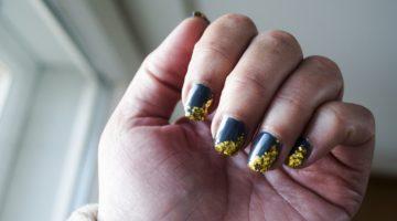 galanaglar med glitter från Depend