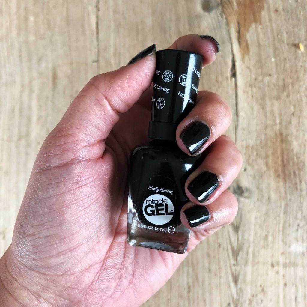 Naglar svarta som synden