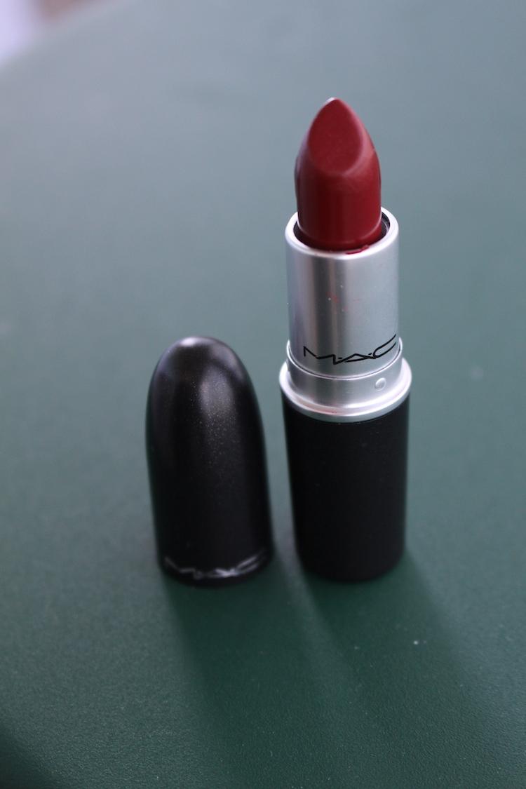 mörkröda läppar MAC Amplified Lipstick Dubonnet