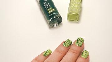 För ett tag sedan gjorde jag en grönskande nageldesign med hjälp av nail stamping. Riktigt somrigt och fint tycker jag. Grönt är skönt.
